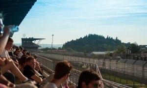 Blick zur Mercedes Tribüne am Nürburgring