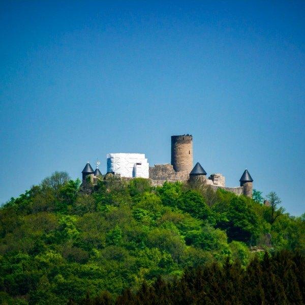2015014 Poster Burg Nürburg im Frühling Vorschau